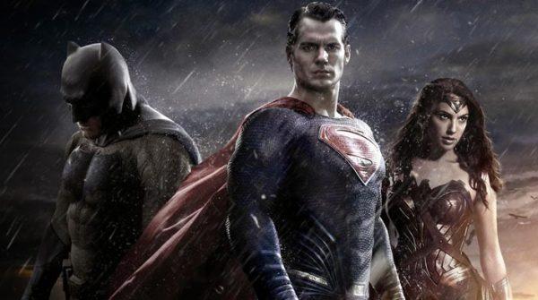 1458627819_Batman-v-Superman_Evidenza-600x335