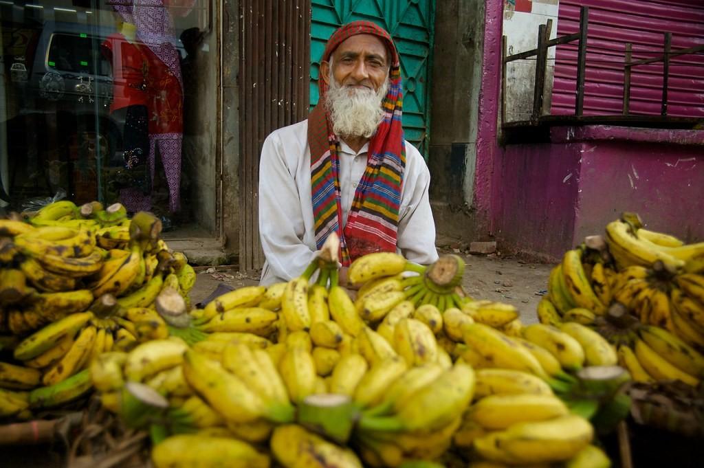 Ma se di mestiere vendi banane, sarà poi giusto che sia tu a fare una norma su come devono essere le banane?