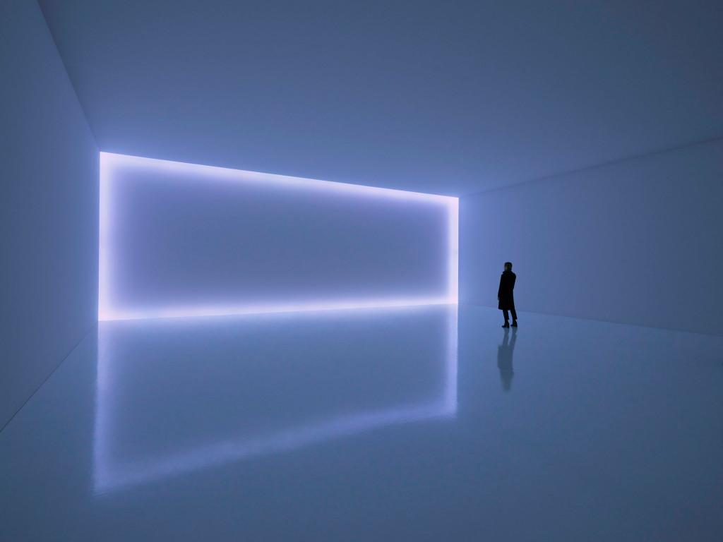 Installazione di Doug Wheeler al Manhattan's David Zwirner gallery: contare queste lampade è altrettanto semplice, ma non serve a niente.